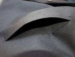 Ihre Wasmer-Robe (ausgenommen Modell Business) hat neben einer Tasche auch einen praktischen Durchgriff. Selbstverständlich ist der Durchgriff verblendet, so dass ein Blick auf die Unterkleidung nicht möglich ist.